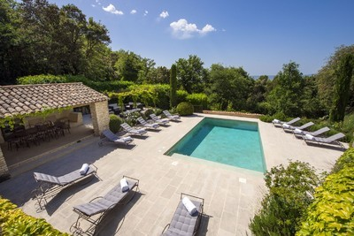 Renovated mas at Bonnieux in the central Luberon